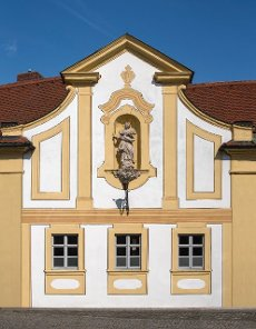 Former Liebfrauensiechhaus, in the gable the sculpture of the Immaculata, mid 18th century, Bamberg, Upper Franconia, Bavaria, Germany