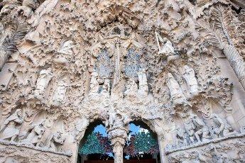 Sculptures of the Nativity Façade, La Sagrada Família, Temple Expiatori de la Sagrada Família, Antoni Gaudí, UNESCO World Heritage Site, Eixample, Barcelona, Catalonia, Spain