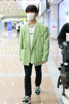 Chinese dancer and singer Lu Siheng arrived at an airport in Beijing, China, 1th April, 2020.