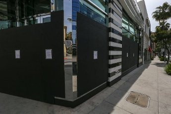 General view of Sephora boarded up, located at 270 N Beverly Drive, in the wake of the coronavirus COVID-19 pandemic, on Tuesday, March 31, 2020 in Beverly Hills, Calif. (Jevone Moore/Image of Sport)