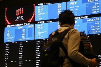 Electronic displays are shown at the Tokyo Stock Exchange in Tokyo, Japan, Thursday, Oct. 1, 2020, after the exchange halted trading of all listed stocks due to a system glitch. The TSE said Thursday it will suspend trading in all listed stocks for the entire day, in the first full-day halt since trading on the exchange was fully computerized in May 1999. (Jiji Press\/Toru Kawata