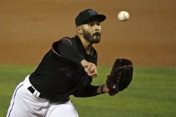Miami Marlins pitcher Pablo Lopez works against the Atlanta Braves during the second inning at Marlins Park in Miami on Friday, Aug. 14, 2020. (David Santiago\/Miami Herald\/TNS
