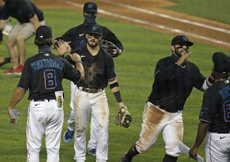 The Miami Marlins celebrate an 8-2 win against the Atlanta Braves at Marlins Park in Miami on Friday, Aug. 14, 2020. (David Santiago\/Miami Herald\/TNS
