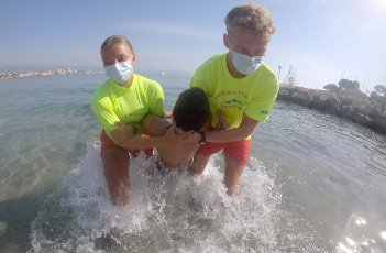 PHOTOPQR\/NICE MATIN\/Franck Fernandes ; Antibes ; 12\/08\/2020 ; Exercice de sauvetage en mer à Antibes - 2020\/08\/12. Sea rescue exercise in Antibes