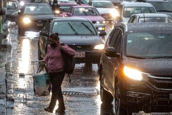 EUM20200814SOC17.JPG CIUDAD DE MÉXICO. Rain\/Lluvia-CDMX.- 14 de agosto de 2020. Aspectos de la lluvia que se registra la tarde del viernes en la Ciudad de México. Foto: Agencia EL UNIVERSAL\/Germán Espinosa