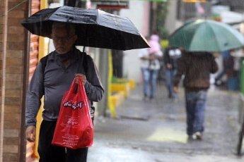 EUM20200814SOC12.JPG CIUDAD DE MÉXICO. Rain\/Lluvia-CDMX.- 14 de agosto de 2020. Aspectos de la lluvia que se registra la tarde del viernes en la Ciudad de México. Foto: Agencia EL UNIVERSAL\/Germán Espinosa\/EELG