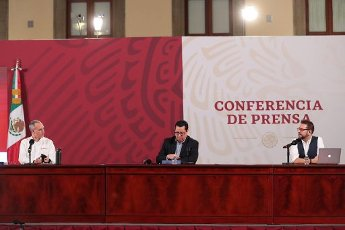 EUM20200814NAC04.JPG CIUDAD DE MÉXICO. Health\/Salud-Coronavirus.- 14 de agosto de 2020. Hugo López-Gatell, subsecretario de Prevención y Promoción de la Salud; José Luis Alomía, director de Epidemiología; y Ricardo Cortés, titular de Promoción de la Salud, durante la conferencia nocturna sobre el Coronavirus en México. Foto: Agencia EL UNIVERSAL\/EELG