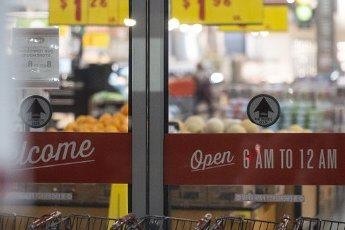 March 31, 2020 - Houston, Texas USA: Houston After Dark - The H-E-B grocery store chain has shortened itâs business hours and encouraged social distancing during the outbreak of Covid-19, March 31, 2020 (F. Carter Smith/Polaris)