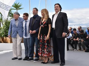 May 15, 2018 - Cannes, France. (L-R) Stacy Keach, director of movie Gotti Kevin Connolly, Edward Walson, John Travolta, Kelly Preston and Leo Rossi. John Travolta and the director of movie Gotti attends the photocall for the Rendezvous with John Travolta. At the Palais des Festivals during the 71st annual Cannes Film Festival. (Piero Oliosi\/Polaris