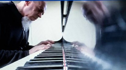 Jordan Rudess keyboardist and composer from Dream Theater and Liquid Tension Experiment performs live on Faccebook during the Coronavirus outbreak. Wednesday April 1, 2020.