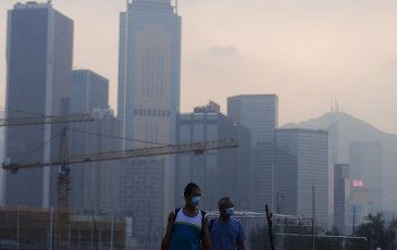 People with face mask at Causeway Bay as the Air Quality Health Index records high air pollution today. 01SEP20 SCMP\/ Sam
