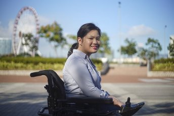 Penny Pun Hiu-ching, 25 years old, in front of the Hong Kong City Hall, November 19, 2020. Six years ago, it was here that she received the award of an overseas scholarship from the Sir Edward Youde Memorial Fund that allowed her to study Theatre