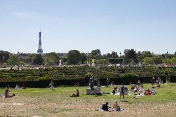 Tour Eiffel et Trocadero. COVID 19, les parcs et jardins Parisiens ouvrent leurs portes. Paris, FRANCE- 30\/05\/2020.\/\/04MEIGNEUX_meigneuxG018\/2005310907\/Credit:ROMUALD MEIGNEUX\/SIPA\/