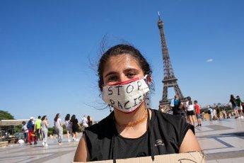 A young woman against racism in the human rights square Place du Trocadero. Paris, FRANCE- 30\/05\/2020.\/\/04MEIGNEUX_meigneuxH001\/2005310909\/Credit:ROMUALD MEIGNEUX\/SIPA\/