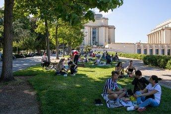 Tour Eiffel et Trocadero. COVID 19, les parcs et jardins Parisiens ouvrent leurs portes. Paris, FRANCE- 30\/05\/2020.\/\/04MEIGNEUX_meigneuxG009\/2005310905\/Credit:ROMUALD MEIGNEUX\/SIPA\/