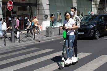 COVID 19, rue de Rivoli, la voie parisienne interdite aux voitures et amenager pour les velos et trotinettes. Paris, FRANCE- 30\/05\/2020.\/\/04MEIGNEUX_meigneuxF010\/2005310904\/Credit:ROMUALD MEIGNEUX\/SIPA\/