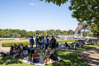 Tour Eiffel et Trocadero. COVID 19, les parcs et jardins Parisiens ouvrent leurs portes. Paris, FRANCE- 30\/05\/2020.\/\/04MEIGNEUX_meigneuxG010\/2005310906\/Credit:ROMUALD MEIGNEUX\/SIPA\/