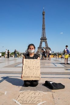 A young woman against racism in the human rights square Place du Trocadero. Paris, FRANCE- 30\/05\/2020.\/\/04MEIGNEUX_meigneuxH002\/2005310909\/Credit:ROMUALD MEIGNEUX\/SIPA\/