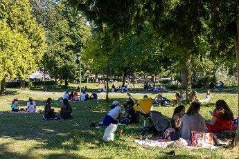 Tour Eiffel et Trocadero. COVID 19, les parcs et jardins Parisiens ouvrent leurs portes. Paris, FRANCE- 30\/05\/2020.\/\/04MEIGNEUX_meigneuxG012\/2005310906\/Credit:ROMUALD MEIGNEUX\/SIPA\/