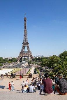 Tour Eiffel et Trocadero. COVID 19, les parcs et jardins Parisiens ouvrent leurs portes. Paris, FRANCE- 30\/05\/2020.\/\/04MEIGNEUX_meigneuxG026\/2005310908\/Credit:ROMUALD MEIGNEUX\/SIPA\/