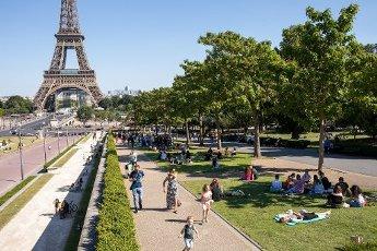 Tour Eiffel et Trocadero. COVID 19, les parcs et jardins Parisiens ouvrent leurs portes. Paris, FRANCE- 30\/05\/2020.\/\/04MEIGNEUX_meigneuxG025\/2005310908\/Credit:ROMUALD MEIGNEUX\/SIPA\/