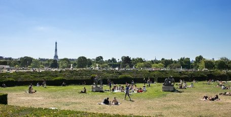 Tour Eiffel et Trocadero. COVID 19, les parcs et jardins Parisiens ouvrent leurs portes. Paris, FRANCE- 30\/05\/2020.\/\/04MEIGNEUX_meigneuxG017\/2005310907\/Credit:ROMUALD MEIGNEUX\/SIPA\/