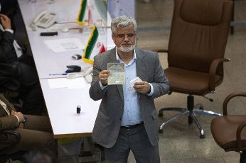 (210514) -- TEHRAN, May 14, 2021 (Xinhua) -- Former Iranian lawmaker Mahmoud Sadeghi shows his identification card as he registers his candidacy for presidential race at the Interior Ministry in Tehran, Iran, May 13, 2021. Iran\'s Ministry of Interior Affairs on Tuesday officially started registering candidates for the 13th presidential race, state TV reported. (Photo by Ahmad Halabisaz\/Xinhua) - Ahmad Halabisaz -\/\/CHINENOUVELLE_1.2242\/2105141657\/Credit:CHINE NOUVELLE\/SIPA