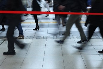 People walk through a train station during the morning rush hour in Tokyo, Japan on March 31, 2020, amid concerns over the spread of Coronavirus. (Photo by Yohei Osada/AFLO) Pictured: GV,General View Ref: SPL5159867 310320 NON-EXCLUSIVE ...