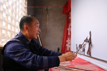 Xiang Wenbo performs shadow play at Gongjiazhuang village, Chengguan town, Xunyang county, Ankang city, northwest China