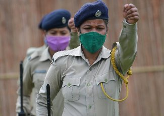 AGARTALA,TRIPURA,11-08-2020: Police personnel , wearing face masks, take part in a rehearsal ahead of the upcoming Independence Day parade , in Assam Rifles ground at Agartala. PHOTO BY-ABHISEKSAHA Pictured: GV,General View Ref: SPL5181522