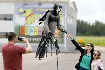 KALUGA REGION, RUSSIA - JUNE 13, 2021: People pose for a photo with a showpiece on display at the Mumu art museum of garbage located at the Grachi business park in Zhukov District, Kaluga Region. Mikhail Japaridze\/TASS