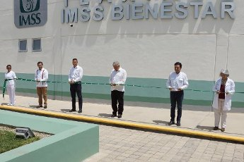 EUM20200401NAC09.JPG TLAXIACO, Oax., Health/Salud-Hospital.- Aspectos de la inauguración del Hospital Rural de Tlaxiaco, del Instituto Mexicano del Seguro Social (IMSS), en ceremonia encabezada por el presidente Andrés Manuel López Obrador y el gobernador de Oaxaca, Alejandro Murat, y Zoé Robledo, director del IMSS, este 1 de abril de 2020. Foto: Agencia EL UNIVERSAL/AFBV