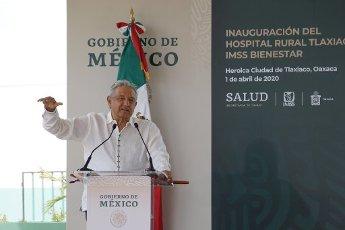 EUM20200401NAC11.JPG TLAXIACO, Oax., Health/Salud-Hospital.- Aspectos de la inauguración del Hospital Rural de Tlaxiaco, del Instituto Mexicano del Seguro Social (IMSS), en ceremonia encabezada por el presidente Andrés Manuel López Obrador y el gobernador de Oaxaca, Alejandro Murat, y Zoé Robledo, director del IMSS, este 1 de abril de 2020. Foto: Agencia EL UNIVERSAL/AFBV