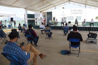 EUM20200401NAC12.JPG TLAXIACO, Oax., Health/Salud-Hospital.- Aspectos de la inauguración del Hospital Rural de Tlaxiaco, del Instituto Mexicano del Seguro Social (IMSS), en ceremonia encabezada por el presidente Andrés Manuel López Obrador y el gobernador de Oaxaca, Alejandro Murat, y Zoé Robledo, director del IMSS, este 1 de abril de 2020. Foto: Agencia EL UNIVERSAL/AFBV