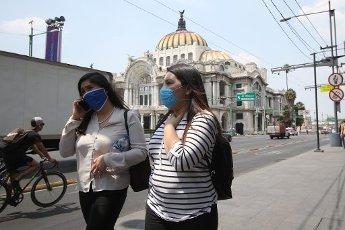 EUM20200401SOC21.JPG CIUDAD DE MÉXICO, Pandemic/Pandemia-Centro Histórico.- Aspectos de los peatones en la zona del Centro Histórico de la Ciudad de México, que debido a la pandemia del coronavirus utilizan cubrebocas con la intención de evitar contagios. Foto: Agencia EL UNIVERSAL/AFBV