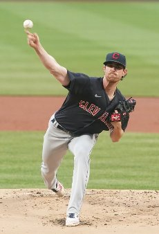 Cleveland Indians starting pitcher Shane Bieber delivers a pitch to the St. Louis Cardinals in the first inning at Busch Stadium in St. Louis on Tuesday, June 8, 2021. Photo by Bill Greenblatt