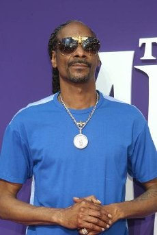 Snoop Dogg Pays Tribute To Nipsey Hussle On New SingleAuthor WENN20200815Snoop Dogg has saluted the memory of Nipsey Hussle on a new song, released on the eve of what would have been the tragic rapper\'s 35th birthday.Nipsey Blue dropped on