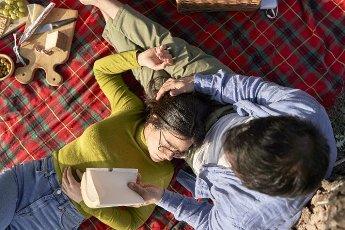 Woman lying on boyfriend\'s lap during picnic