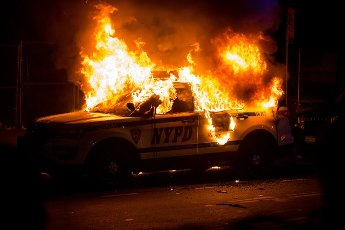 "(200531) -- NEW YORK, May 31, 2020 (Xinhua) -- A SUV of New York police department burns during a protest over the death of George Floyd in the Brooklyn borough of New York, the United States, May 30, 2020. New York officials on Saturday denounced acts of violence in the city\'s protests over George Floyd\'s death, after about 300 protesters were arrested in days. Mayor Bill de Blasio said at a briefing that some protesters ""came with an agenda of violence and incitement,"" and the city does not allow it to happen. (Photo by Michael Nagle\/Xinhua)"