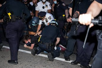 "(200531) -- NEW YORK, May 31, 2020 (Xinhua) -- Officers of New York police department arrest a demonstrator during a protest over the death of George Floyd in the Brooklyn borough of New York, the United States, May 30, 2020. New York officials on Saturday denounced acts of violence in the city\'s protests over George Floyd\'s death, after about 300 protesters were arrested in days. Mayor Bill de Blasio said at a briefing that some protesters ""came with an agenda of violence and incitement,"" and the city does not allow it to happen. (Photo by Michael Nagle\/Xinhua)"