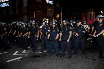 "(200531) -- NEW YORK, May 31, 2020 (Xinhua) -- Officers of New York police department confront demonstrators during a protest for the death of George Floyd in the Brooklyn borough of New York, the United States, May 30, 2020. New York officials on Saturday denounced acts of violence in the city\'s protests over George Floyd\'s death, after about 300 protesters were arrested in days. Mayor Bill de Blasio said at a briefing that some protesters ""came with an agenda of violence and incitement,"" and the city does not allow it to happen. (Photo by Michael Nagle\/Xinhua)"