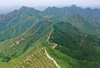 (200713) -- TANGSHAN, July 13, 2020 (Xinhua) -- Aerial photo taken on July 13, 2020 shows the view of Hongyukou section of the Great Wall in Qian\'an City, north China\'s Hebei Province. (Xinhua\/Mu Yu