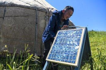 (200713) -- ILI, July 13, 2020 (Xinhua) -- A man adjusts the solar panels at the summer meadow in Tekes County, northwest China\'s Xinjiang Uygur Autonomous Region, July 2, 2020. (Xinhua\/Wang Fei