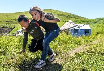 (200713) -- ILI, July 13, 2020 (Xinhua) -- Children play at the summer meadow in Tekes County, northwest China\'s Xinjiang Uygur Autonomous Region, July 2, 2020. (Xinhua\/Wang Fei