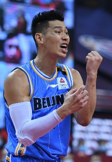 (200716) -- QINGDAO, July 16, 2020 (Xinhua) -- Jeremy Lin of Beijing Ducks reacts during a match between Beijing Ducks and Shenzhen Aviators at the 2019-2020 Chinese Basketball Association (CBA) league in Qingdao, east China\'s Shandong Province, July 16, 2020. (Xinhua\/Zhu Zheng