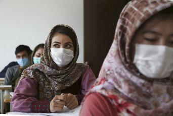 (200812) -- KABUL, Aug. 12, 2020 (Xinhua) -- Students wearing face masks attend a lecture at the Kabul University in Kabul, capital of Afghanistan, Aug. 12, 2020. The Kabul University has reopened recently following its closure due to the COVID-19 outbreak. (Photo by Rahmatullah Alizadah\/Xinhua