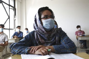 (200812) -- KABUL, Aug. 12, 2020 (Xinhua) -- A student wearing a face mask attends a lecture at the Kabul University in Kabul, capital of Afghanistan, Aug. 12, 2020. The Kabul University has reopened recently following its closure due to the COVID-19 outbreak. (Photo by Rahmatullah Alizadah\/Xinhua
