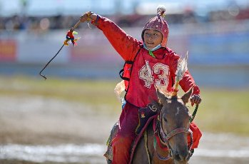 (200812) -- NAGQU, Aug. 12, 2020 (Xinhua) -- Young rider Cering Toinzhub competes during the preliminary round of 8km horse race at a traditional horse racing festival in Nagqu of southwest China\'s Tibet Autonomous Region, Aug. 12, 2020. 13-year-old rider Po Karyu from Nyainrong County claimed the title in the final. (Xinhua\/Zhang Rufeng