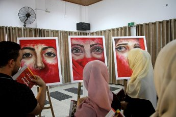 (200812) -- GAZA, Aug. 12, 2020 (Xinhua) -- People visit an exhibition of Palestinian artist Kholoud al-Dasooqi in Gaza City, on Aug. 11, 2020. Kholoud al-Dasooqi, a Palestinian artist from the Gaza Strip city of Khan Younis, has opened her two-day exhibition to reveal the violence against women through dozens of paintings. (Photo by Rizek Abdeljawad\/Xinhua) TO GO WITH Feature: Palestinian artist reveals violence against women in Gaza through
