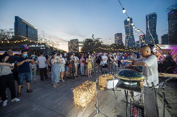 """(200815) -- HANGZHOU, Aug. 15, 2020 (Xinhua) -- People watch a musical performance at the """"Amazing Night in Hangzhou"""" cultural and tourism market in Hangzhou, east China\'s Zhejiang Province, Aug. 14, 2020. (Photo by Jiang Han\/Xinhua"""